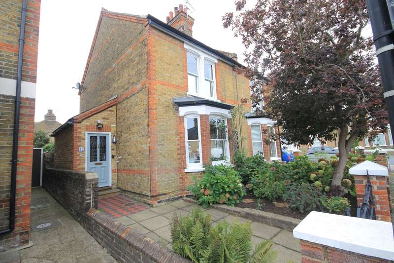2 Bedrooms Semi Detached House for sale in Briton Road, Faversham