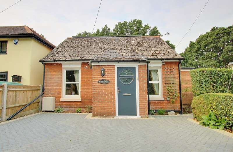 2 Bedrooms Chalet House for sale in BESPOKE COTTAGE! LOG BURNER! GORGEOUS GARDEN!
