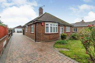3 Bedrooms Bungalow for sale in Green Farm Lane, Shorne, Gravesend, Kent
