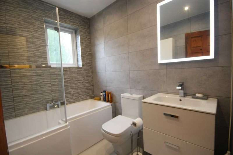 2 Bedrooms Town House for sale in Bolton Road, Kearsley