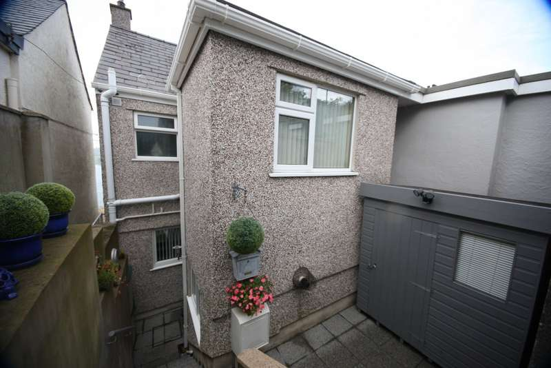 2 Bedrooms Semi Detached House for sale in Bush Road, Y Felinheli, Gwynedd, LL56