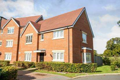 2 Bedrooms Maisonette Flat for sale in Sarisbury Green, Hampshire