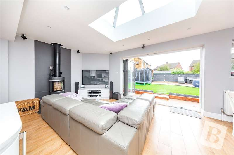 3 Bedrooms Semi Detached House for sale in Dunmow Gardens, West Horndon, Brentwood, CM13