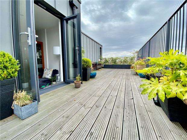 2 Bedrooms Apartment Flat for sale in London Road, Leigh-on-Sea, Essex