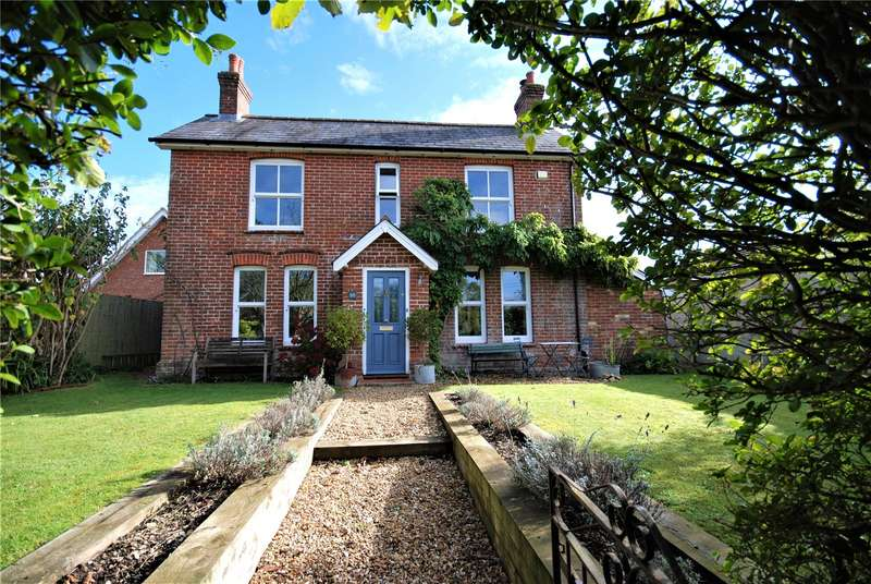 4 Bedrooms Detached House for sale in Whitsbury Road, Fordingbridge, Hampshire, SP6