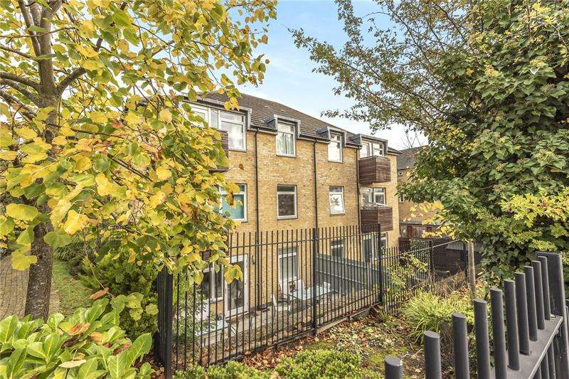 2 Bedrooms Apartment Flat for sale in Gaudin Court, 1 Elland Close, Barnet, EN5