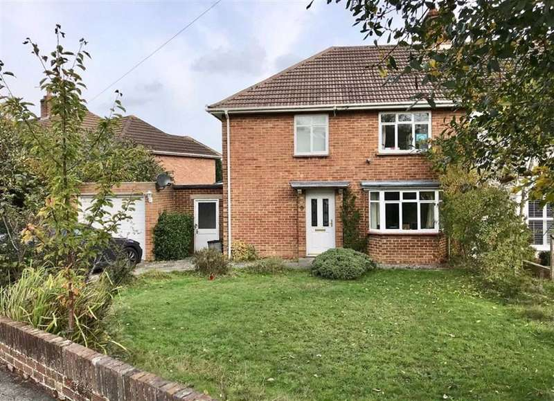 3 Bedrooms Semi Detached House for sale in The Meadway, Sevenoaks, TN13