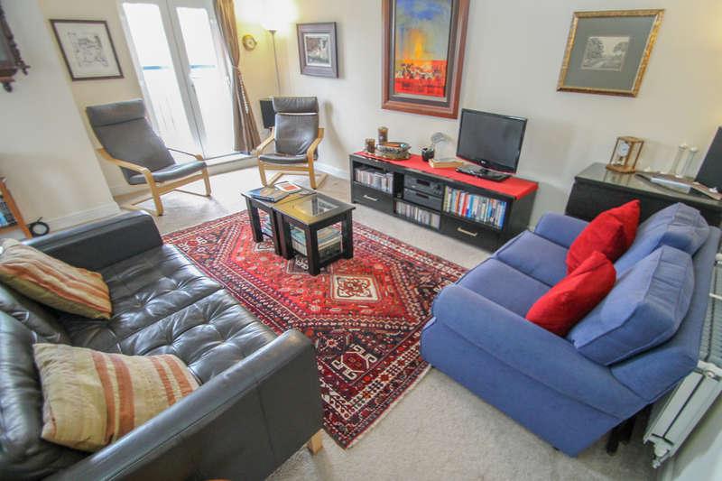2 Bedrooms Flat for rent in Oaklands Crescent, Leeds