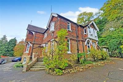 1 Bedroom Studio Flat for rent in *****FIRST MONTH RENT HALF PRICE FOR A NOVEMBER/DECEMBER MOVE IN***** Charterhouse Road, Godalming