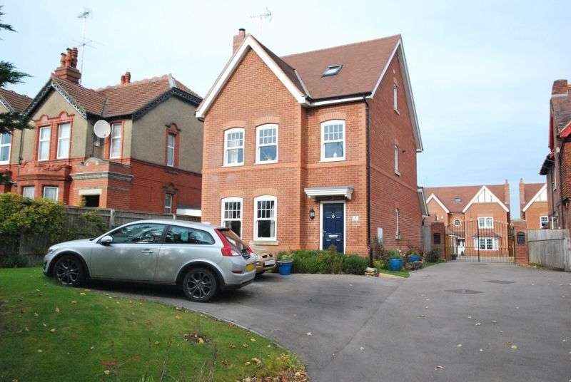5 Bedrooms Property for sale in Addington Court,