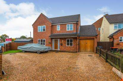 4 Bedrooms Detached House for sale in Sheepcote Crescent, Heath and Reach, Leighton Buzzard, Bedfordshire