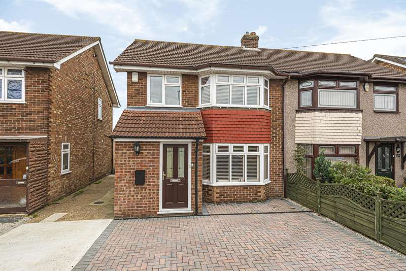 3 Bedrooms Semi Detached House for sale in Stephen Avenue, Hornchurch, RM13 7NP