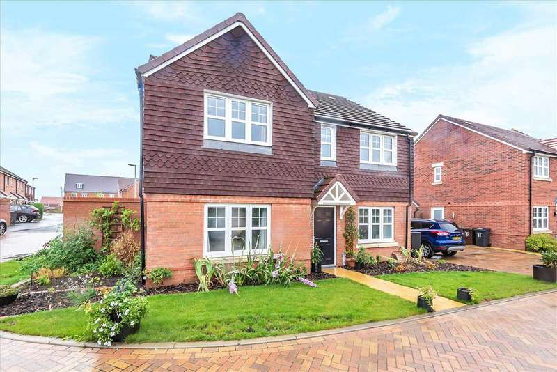 5 Bedrooms Detached House for sale in Silks Way, Picket Twenty, Andover