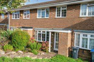 3 Bedrooms Terraced House for sale in Chantry Road, Chessington, Surrey