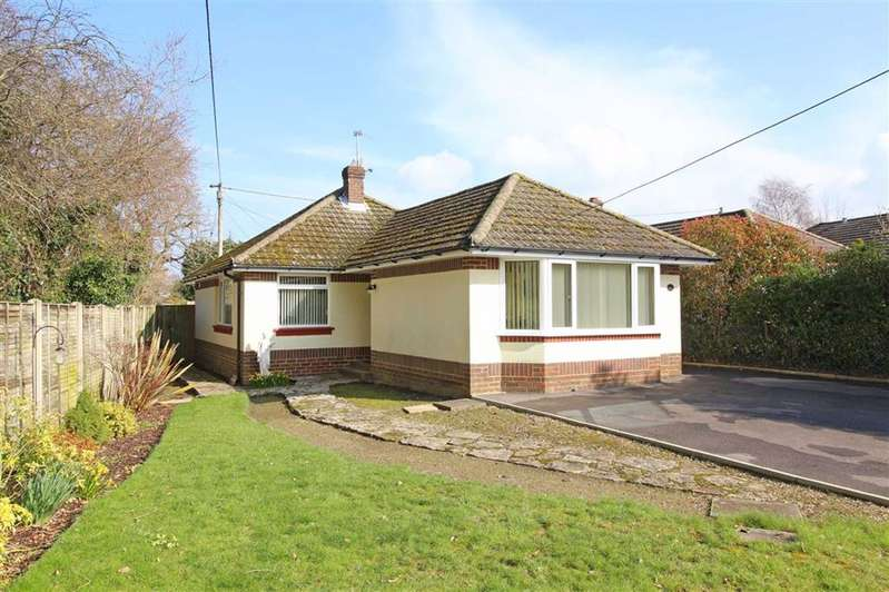 2 Bedrooms Detached Bungalow for sale in Oak Road, New Milton, Hampshire