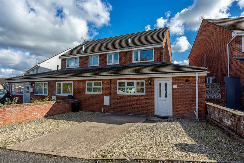 3 Bedrooms Semi Detached House for sale in 121 St. Peters Close, Moreton-on-Lugg, Hereford, HR4 8DW