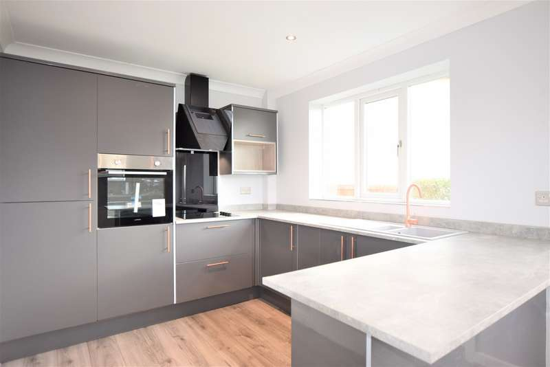 3 Bedrooms Semi Detached House for sale in Somerset Avenue, Blackpool