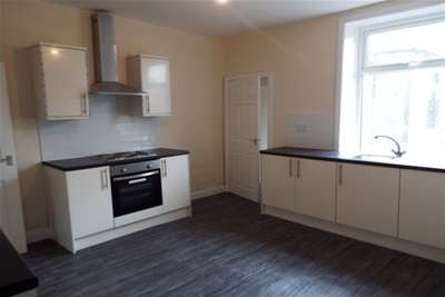 2 Bedrooms House for rent in Bath Street, Colne BB8