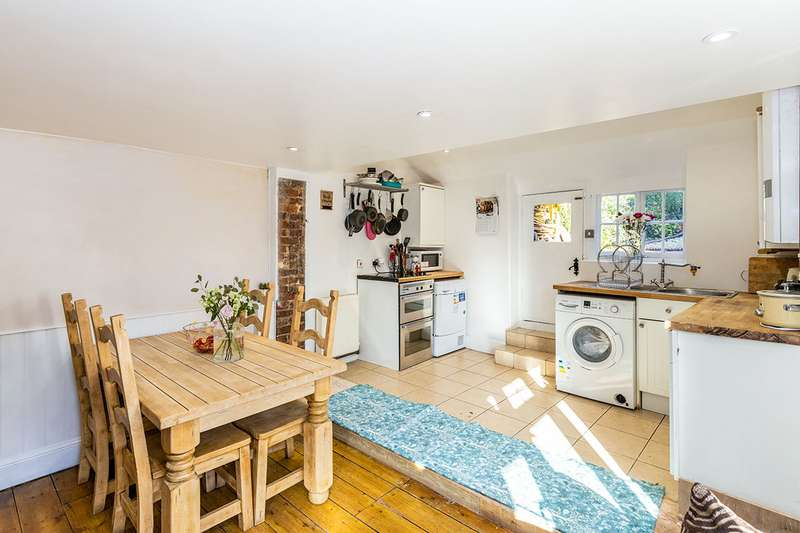3 Bedrooms Semi Detached House for sale in London Road, Horndean, Waterlooville, Hampshire, PO8