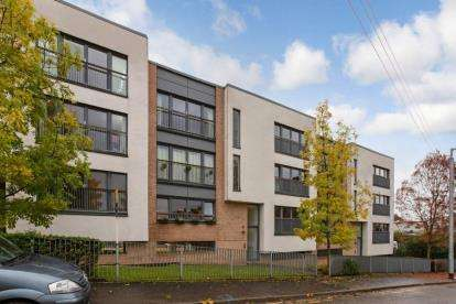 2 Bedrooms Flat for sale in Great Dovehill, Glasgow