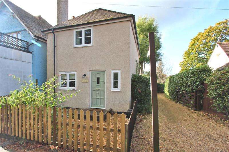 3 Bedrooms Detached House for sale in Station Road, Sway, Hampshire, SO41