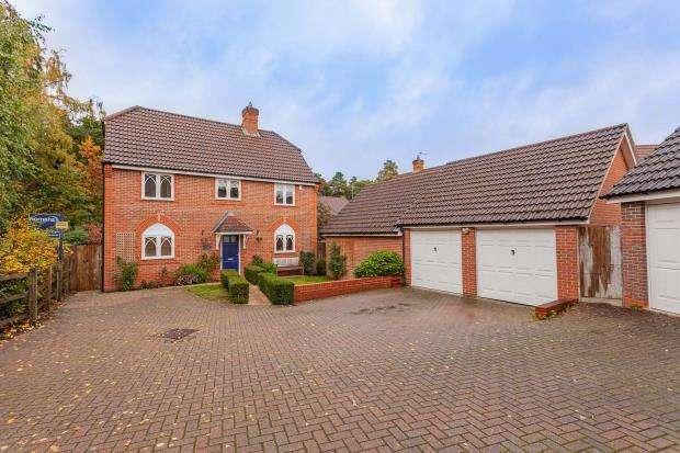 4 Bedrooms Detached House for sale in Upper Mount Street, Elvetham Heath, Hampshire