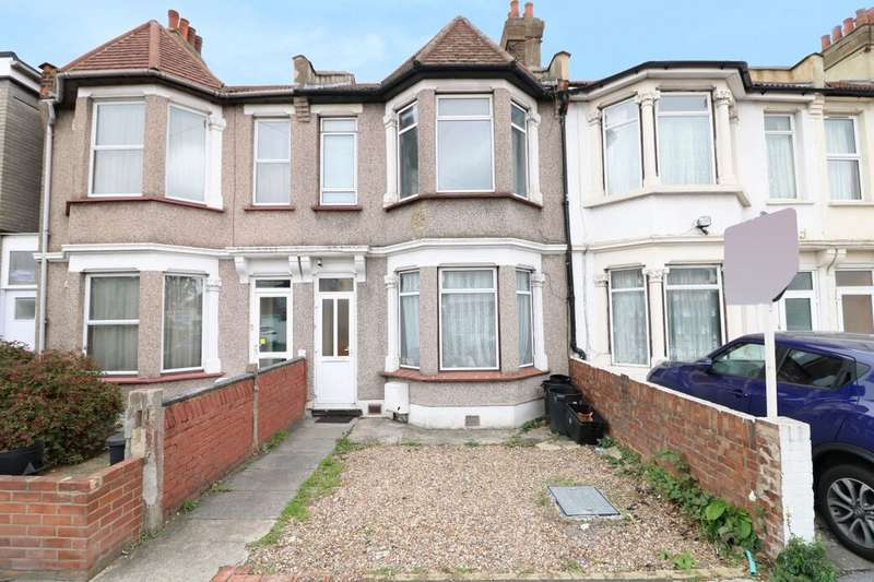 3 Bedrooms Terraced House for sale in Wards Road, Ilford, IG2