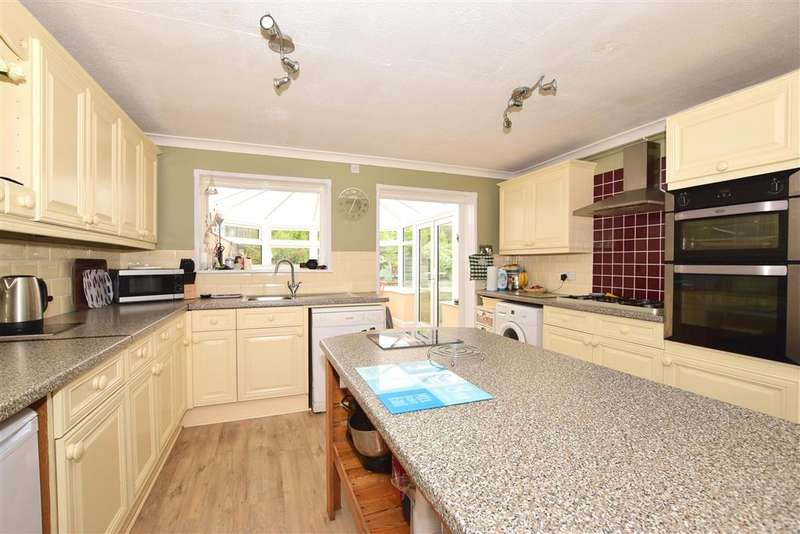4 Bedrooms Semi Detached House for sale in Winston Avenue, , Binstead, Ryde, Isle of Wight