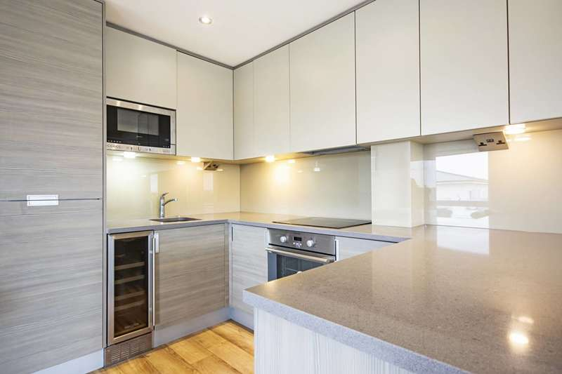 2 Bedrooms Flat for rent in Heritage Avenue, Barnet, NW9