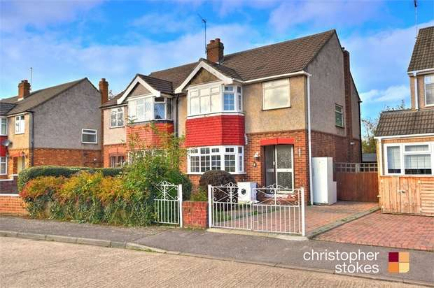 3 Bedrooms Semi Detached House for sale in Tyfield Close, Cheshunt, Hertfordshire