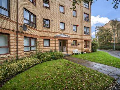 2 Bedrooms Flat for sale in Grovepark Court, St Georges Cross