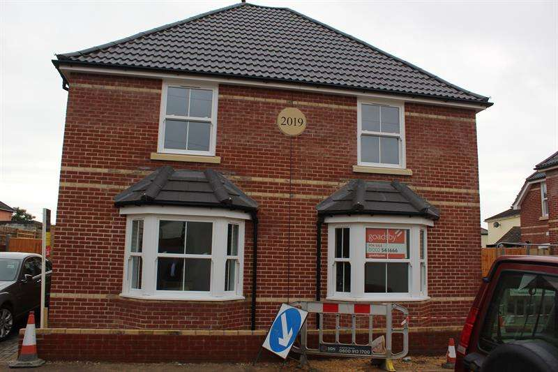 3 Bedrooms Semi Detached House for rent in South Road, Bournemouth
