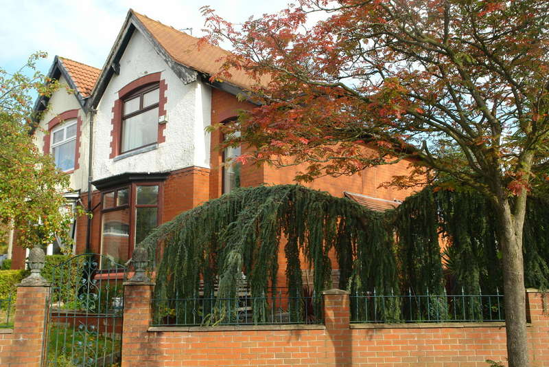3 Bedrooms Semi Detached House for sale in Green Lane, Oldham