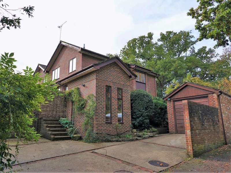 4 Bedrooms Semi Detached House for sale in Trafalgar Way, Hythe