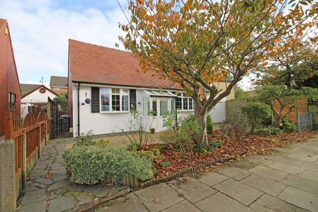 3 Bedrooms Bungalow for sale in Hulme Avenue, Thornton-Cleveleys, FY5