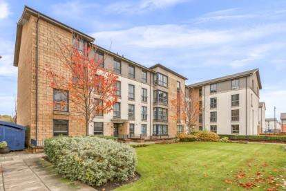 2 Bedrooms Flat for sale in Ritz Place, Glasgow, Lanarkshire