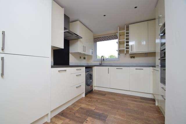 2 Bedrooms Apartment Flat for rent in Dormans Close, Northwood, HA6