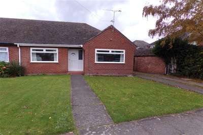 2 Bedrooms Bungalow for rent in Sandringham Close, Hoylake