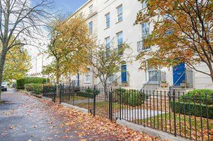 2 Bedrooms Flat for sale in Wellington Place, Cheltenham, Gloucestershire