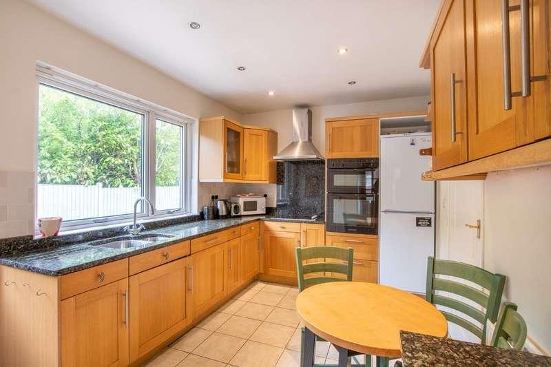 5 Bedrooms Detached Bungalow for sale in 6 Blackbrook Avenue, Lodge Moor, S10 4LT