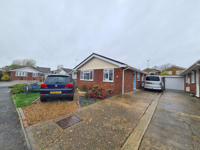 3 Bedrooms Detached Bungalow for sale in Poplar Grove, Burnham-on-Crouch