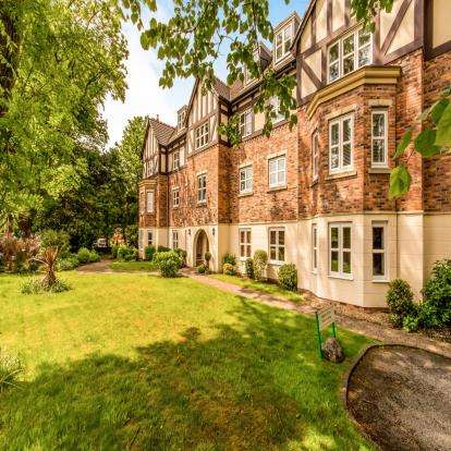 2 Bedrooms Flat for sale in Hopwood Manor, 126-128 Manchester Road, Hopwood, Greater Manchester, OL10