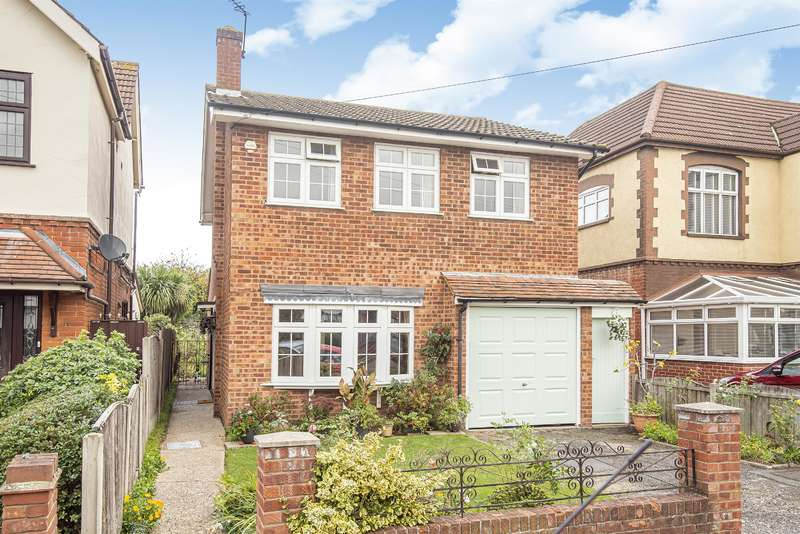 4 Bedrooms Detached House for sale in Walden Road, Hornchurch, RM11 2JT