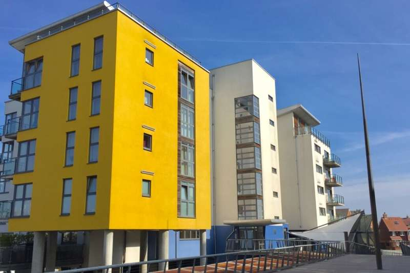 2 Bedrooms Flat for rent in Midway Quay, Eastbourne, BN23