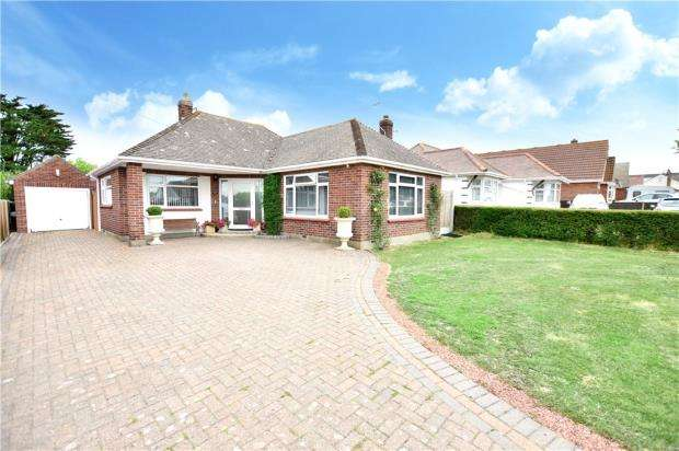 2 Bedrooms Detached Bungalow for sale in Thorpe Road, Clacton-on-Sea, Essex