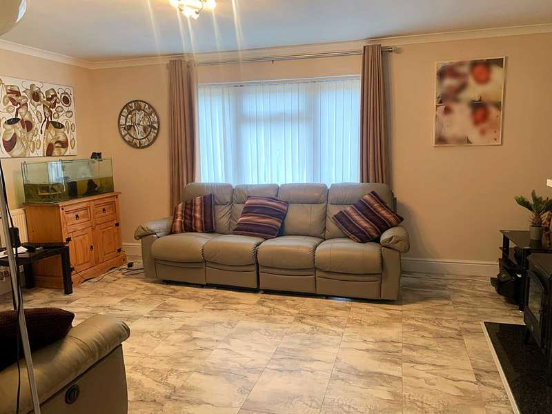3 Bedrooms House for sale in Ferrier Road, Stevenage