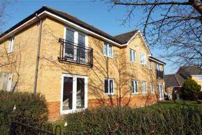 2 Bedrooms Flat for rent in Woodlands Close, Guildford