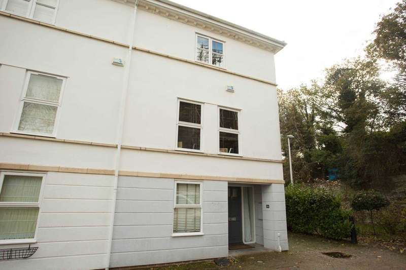 4 Bedrooms Semi Detached House for sale in Gun Tower Mews, Rochester