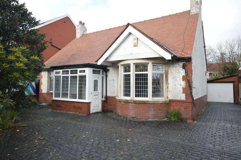 3 Bedrooms Detached Bungalow for sale in Squires Gate Lane, South Shore FY4