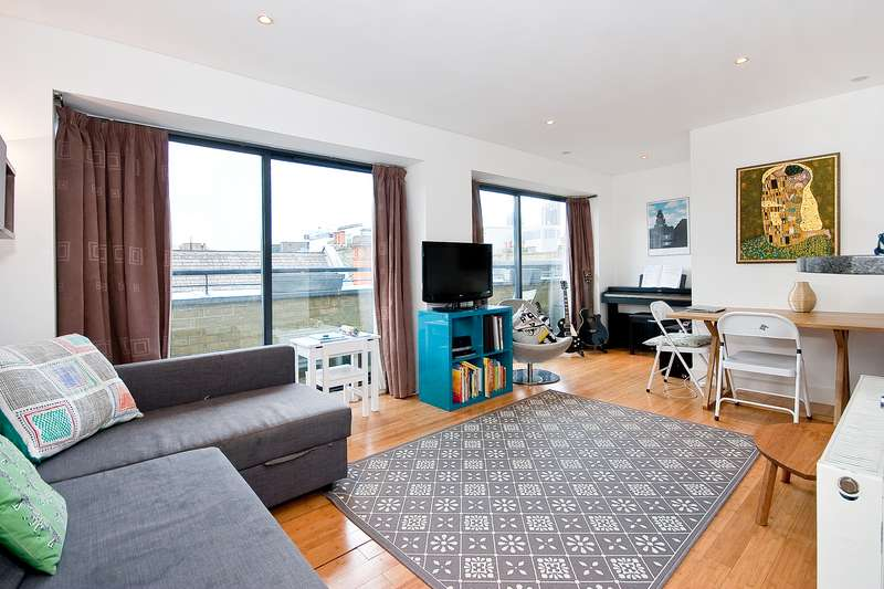 2 Bedrooms Apartment Flat for rent in Britton Street, Clerkenwell, London, EC1M